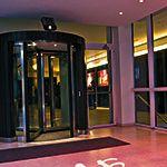 Iluminación de la fachada del Hotel ME de Madrid