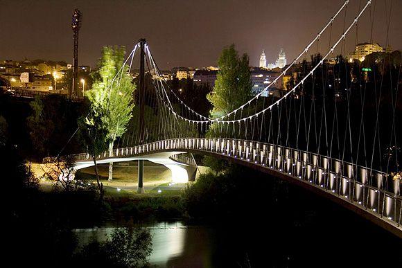 Iluminación de la pasarela sobre el río Miño