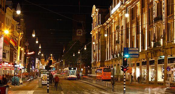 La solidez del modelo de iluminación urbano desarrollado por numerosos  ayuntamientos españoles, vuelve a convencer al ayuntamiento de Ámsterdam por su capacidad para lograr el equilibrio óptimo entre eficiencia energética y vanguardia en diseño