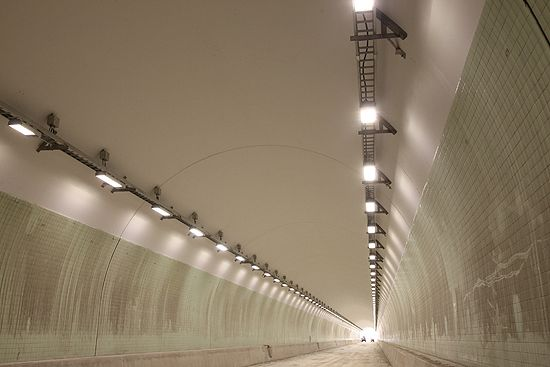 Schreder-lights-Carlin-Tunnel-the-first-motorway-tunnel-lit-fully-by-LEDs 550