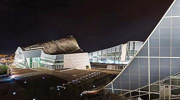 La nueva iluminación de la Ciudad de la Cultura cambia el panorama urbano nocturno de Santiago de Compostela