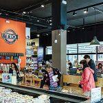 Delicatessen regionales presentados de manera apetitosa: Casa Tió, Barcelona
