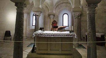 Cripta de Otranto, iluminación minimalista en un espacio que emociona