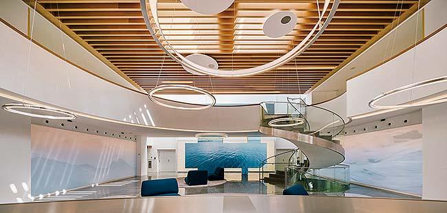 Iluminación del hall de la nueva sede de Indra en Madrid