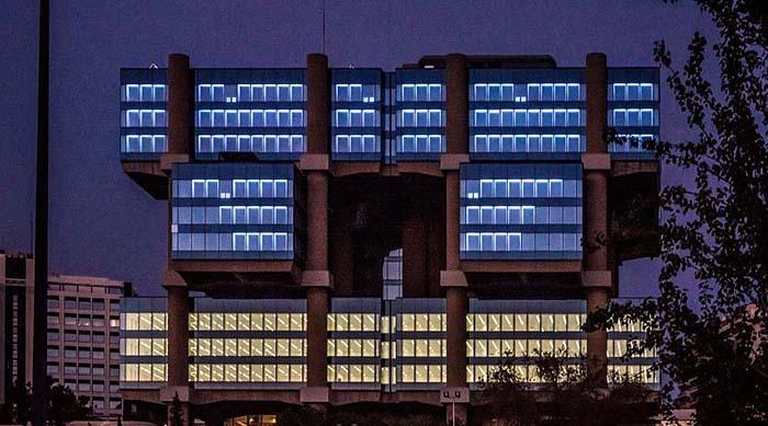 El edificio Los Cubos renace como una pieza de arte basada en la luz