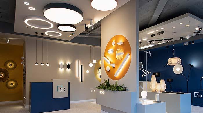El estudio Quino Prades diseña y proyecta la tienda de iluminación DLX en Mallorca